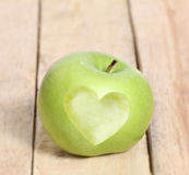 Amour Apple de forme de coeur Image stock