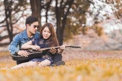 amour asiatique de couples Photographie stock