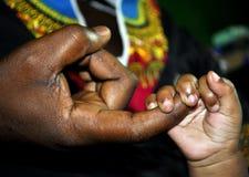 AMOUR AU-DESSUS D'OBSCURITÉ Photos libres de droits