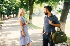 Amour au premier concept de vue Homme et femme photographie stock