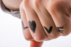Amour avec des coeurs dessinés en main Image libre de droits