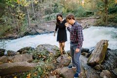 Amour, bonheur, concept de la jeunesse Jeunes couples Photo libre de droits