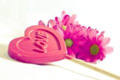 Amour, coeur et fleurs. Photo stock