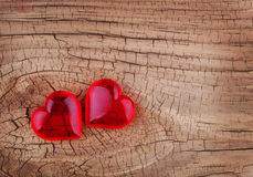 Amour. Coeurs rouges sur le fond en bois. Jour de valentines. Photographie stock
