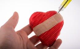 Amour d'Ä°njecting dans le coeur Image stock