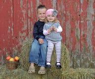 Amour d'enfant de mêmes parents Image libre de droits