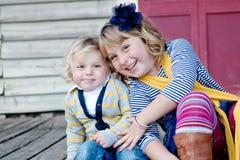 Amour d'enfant de mêmes parents photos libres de droits