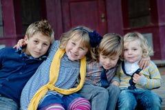 Amour d'enfant de mêmes parents Images libres de droits