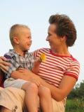 Amour d'enfant et de mère Photographie stock
