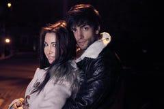 Amour d'hiver - belles personnes Image stock
