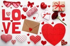 Amour d'inscription avec les coeurs et l'enveloppe Photos stock