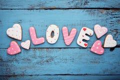 Amour d'inscription par des biscuits Photos libres de droits