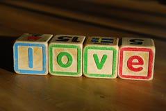 Amour d'orthographe avec des blocs de jouet Images libres de droits