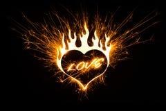 Amour dans des étincelles de forme de coeur Images stock