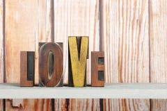 Amour dans des lettres d'impression Photos libres de droits