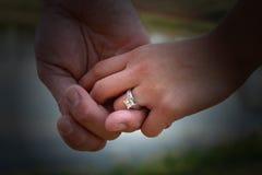 Amour dans des mains Photographie stock