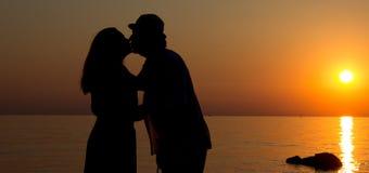 Amour dans le coucher de soleil Photo stock