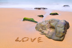 Amour dans le sable. Photo stock