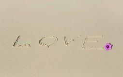 Amour dans le sable Images stock