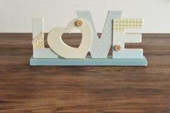 Amour dans les lettres bleues Photo stock