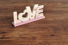 Amour dans les lettres roses Images libres de droits