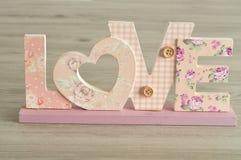 Amour dans les lettres roses Image libre de droits