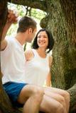 Amour - date sur l'arbre Photographie stock libre de droits