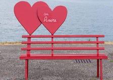 Amour de banc et de coeur Photographie stock
