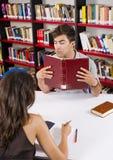 Amour de bibliothèque Photos stock