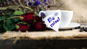 Amour de café avec des coeurs sur le lait, art de café de Latte Images stock