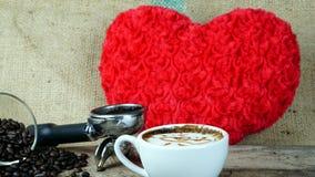 Amour de café avec des coeurs sur le lait, art de café de Latte Images libres de droits