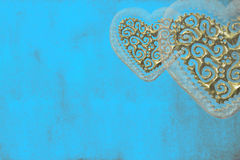 Amour de carte, deux coeurs d'or Photographie stock