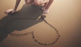 Amour de coeur comme le concept froid nu de rivage de littoral de plage Photos stock