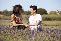 Amour de couples dans extérieur Photo stock
