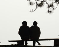 Amour de couples de silhouette Photos stock