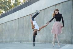 amour de danse de couples de fond au-dessus de blanc Photos stock