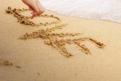Amour de dessin de main sur le sable Photo stock