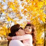 Amour de famille d'automne Images stock