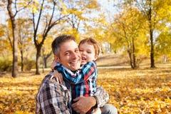 Amour de famille d'automne Photographie stock