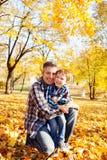 Amour de famille d'automne Photos stock