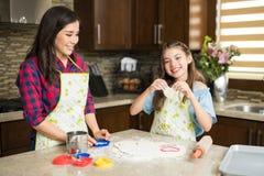 Amour de famille dans la cuisine Photo libre de droits