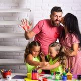 Amour de famille et concept de soin Photos libres de droits