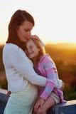 Amour de fille de mère Image stock