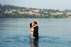 Amour de jeunes mariés Photos libres de droits