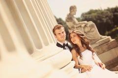 Amour de jeunes mariés Image stock