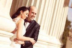 Amour de jeunes mariés Photographie stock