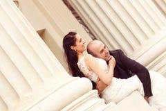 Amour de jeunes mariés Photo libre de droits