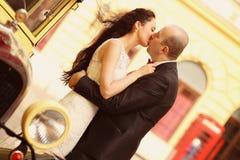 Amour de jeunes mariés rétro Photo libre de droits