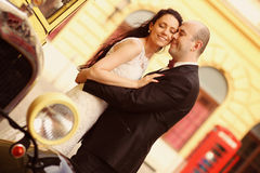 Amour de jeunes mariés rétro Images stock