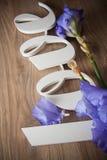 AMOUR de lettres avec des fleurs d'iris Images libres de droits